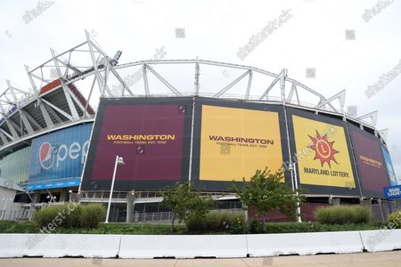 Stockabbildung von Washington Football replaces all signage from Redskins prior to season opener at FedExField in Prince George's County in Maryland