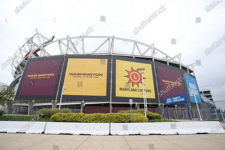 Foto editorial de Washington Football replaces signage, Prince George's County, USA - 11 Sep 2020