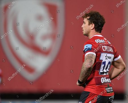 Danny Cipriani of Gloucester watches play; Kingsholm Stadium, Gloucester, Gloucestershire, England; English Premiership Rugby, Gloucester versus Harlequins.