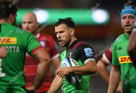 Danny Care of Harlequins motivates his team in a break; Kingsholm Stadium, Gloucester, Gloucestershire, England; English Premiership Rugby, Gloucester versus Harlequins.