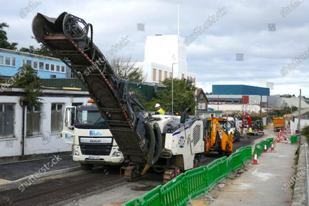 Stock Image of Road works being carried out on the approach road to Cable Wharf, a new Brownfield land housing development built on land of  a demolished industrial site in Gravesend.
