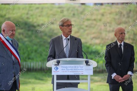 Stock Image of Georges Siffredi, (C) president of the Hauts-de-Seine department, delivers a speech in the presence of Francois Guibault (R) president of the Dubuffet Foundation, and Andre Santini (L), mayor of Issy les Moulineaux, during the inauguration of the restored Face Tower in Issy-les-Moulineaux, near Paris, France, 12 September 2020. The Face Tower built between 1986 and 1988 by French sculptor Jean Dubuffet in the Parc de l'Ile Saint-Germain marks the entrance to the valley of Hauts-de-Seine culture.