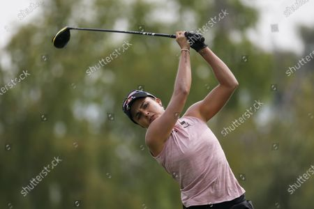 Lexi Thompson watches her tee shot on the third hole during the third round of the LPGA's ANA Inspiration golf tournament at Mission Hills Country Club in Rancho Mirage, Calif