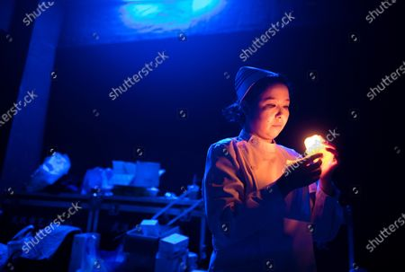 Stockafbeelding van An actress from the People's Art Theatre of Wuhan checks stage props before a drama telling the story of medical staff during the fight against the COVID-19 pandemic in Wuhan, capital of central China's Hubei Province, Sept. 11, 2020.