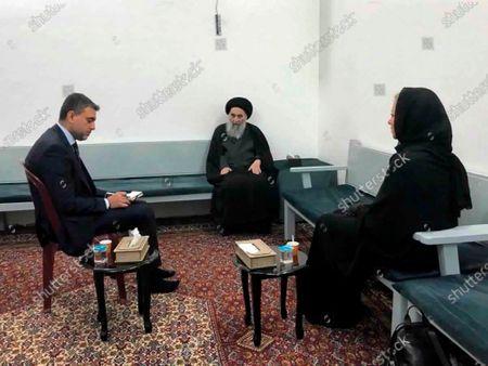 Stock Image of El gran ayatolá de Irak Ali al-Sistani (cent) reunido con la delegada de la ONU Jeanine Hennis-Plasschaert (der) en Nayaf, Irak, el 13 de septiembre del 2020