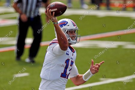 Buffalo Bills quarterback Josh Allen (17) throws a touchdown pass to running back Zack Moss during the first half of an NFL football game against the New York Jets in Orchard Park, N.Y