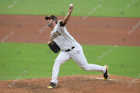 San Diego Padres relief pitcher Drew Pomeranz delivers a pitch against the San Francisco Giants during a baseball game, in San Diego