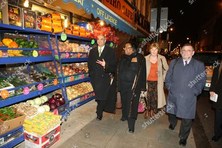 Diane Abbott Mp Along With Members Of The Home Office Select Committee Show How Safe Hackney Is On A Late Night Walkabout. Keith Vaz Mp (blue Coat) Karen Buck Mp (blond Hair) And Gwyn Prosser.
