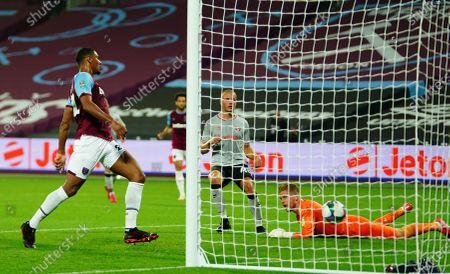 Sébastien Haller of West ham scores the opening goal past Charlton Athletic goalkeeper Ben Amos