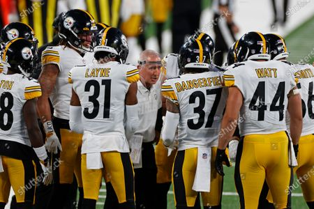 Stock Photo of Pittsburgh Steelers special teams coach Danny Smith talks to players during an NFL football game against the New York Giants, in East Rutherford, N.J
