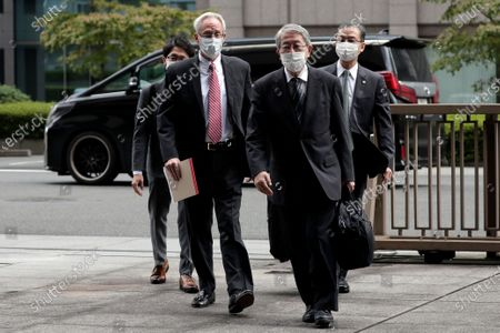 Greg Kelly (2-L), former representative director of Nissan Motor Co., arrives for the first trial hearing at the Tokyo District Court in Tokyo, Japan, 15 September 2020. Kelly is charged with aiding in the underreporting of future compensation for former Nissan CEO Carlos Ghosn.
