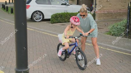'Sam & Billie Faiers: The Mummy Diaries' TV Show, Series 8, Episode 4, UK - 02 Oct 2020: редакционная картинка