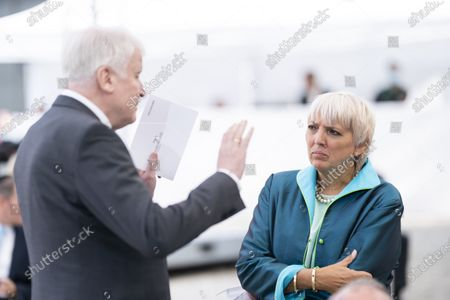 Federal Minister of the Interior Horst Seehofer (CSU) and Claudia Roth