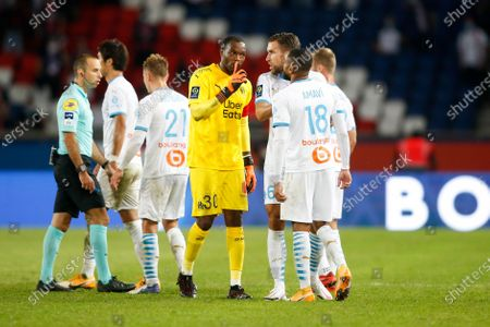 OM's defender Jordan Amavi (R) is comfoted by Kevin Strootman, Steve Mandanda and teammates as he chashes with PSG's players