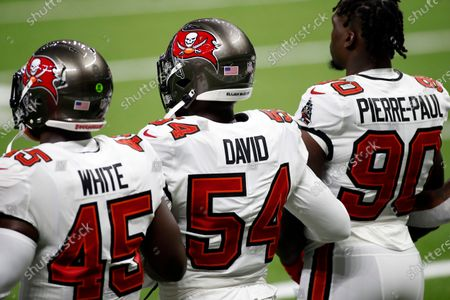 Tampa Bay Buccaneers linebackers Devin White (45) Lavonte David (54), and Jason Pierre-Paul (90) before playing an NFL football game against the New Orleans Saints, in New Orleans