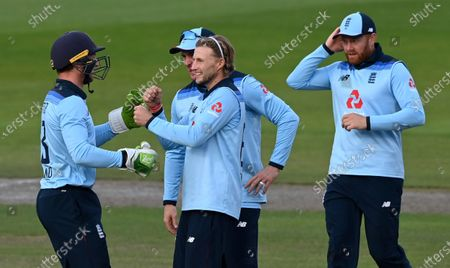 England's Joe Root, center without cap, celebrates with teammates the dismissal of Australia's David Warner during the third ODI cricket match between England and Australia, at Old Trafford in Manchester, England