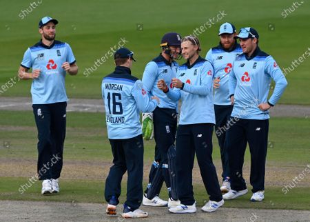 England's Joe Root, third right, celebrates with teammates the dismissal of Australia's David Warner during the third ODI cricket match between England and Australia, at Old Trafford in Manchester, England