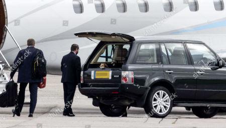 Redactionele afbeelding van Queen Elizabeth II and Prince Philip at Aberdeen Airport, Scotland, UK - 16 Sep 2020