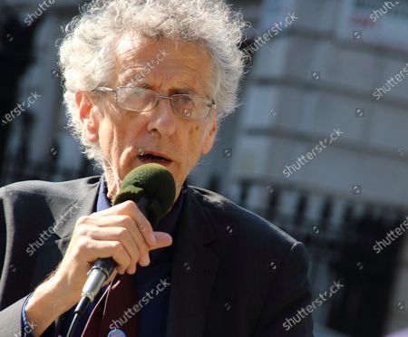 Piers Corbyn campaigns opposite Downing Street, London