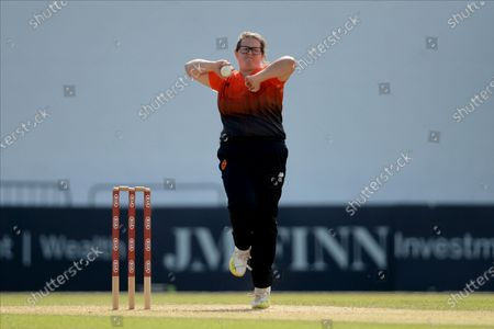 Charlotte Taylor of Southern Vipers bowling