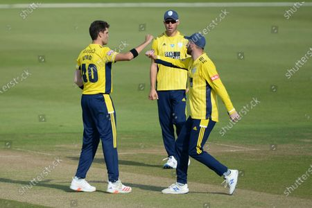 Shaheen Afridi (left), James Vince and Joe Weatherley of Hampshire celebrate the wicket of John Simpson