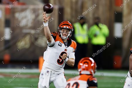 Cincinnati Bengals quarterback Joe Burrow throws a pass during the first half of the team's NFL football game against the Cleveland Browns, in Cleveland