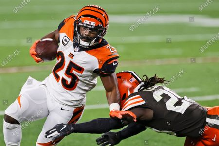 Cincinnati Bengals running back Giovani Bernard (25) is tackled by Cleveland Browns cornerback Tavierre Thomas (20) after a pass reception during the first half of an NFL football game, in Cleveland