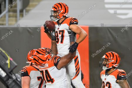 Cincinnati Bengals tight end C.J. Uzomah (87) celebrates with teammates after touchdown during the first half of the team's NFL football game against the Cleveland Browns, in Cleveland