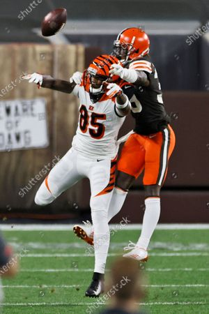 Cleveland Browns cornerback Terrance Mitchell (39) breaks up a pass intended for Cincinnati Bengals wide receiver Tee Higgins (85) during the second half of an NFL football game, in Cleveland