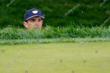 Billy Horschel, of the United States, watches a shot out of a bunker for birdie on the 17th green during the second round of the US Open Golf Championship, in Mamaroneck, N.Y