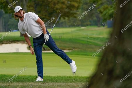 Thomas Pieters, of Belgium, checks his lie after a shot out of the rough on the 18th hole during the second round of the US Open Golf Championship, in Mamaroneck, N.Y