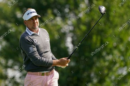 Ian Poulter, of England, plays his shot from the sixth tee during the second round of the US Open Golf Championship, in Mamaroneck, N.Y