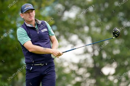 Brandt Snedeker, of the United States, plays his shot from the sixth tee during the second round of the US Open Golf Championship, in Mamaroneck, N.Y