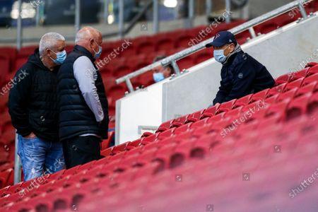 Lions coach Warren Gatland chats to England coach Eddie Jones in the stands