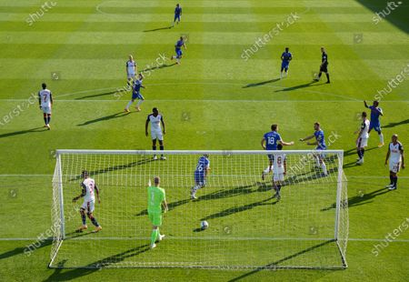Stockfoto van Remote view of the celebration by Tom Eastman of Colchester United, 1-0