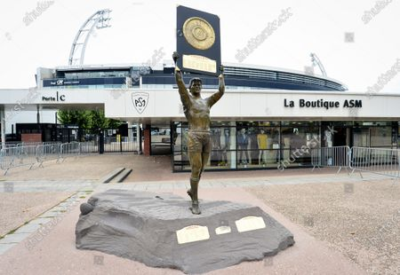 ASM Clermont Auvergne vs Racing 92. A general view of statue of former captain Aurelien Rougerie in front of Stade Marcel-Michelin