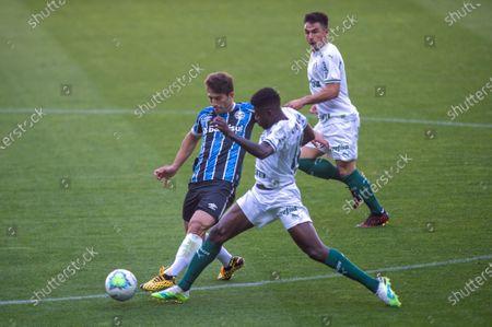 Paulo Lucas Silva of Gremio challenges Ramires of Palmeiras; Arena de Gremio, Porto Alegre, Brazil; Brazilian Serie A, Gremio versus Palmeiras.