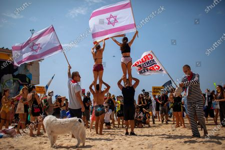 Stock Image of People protest against government's decision to close beaches during the three-week nationwide lockdown due to the coronavirus pandemic, in Tel Aviv, Israel, . Israel went back into a full lockdown on Friday to try to contain a coronavirus outbreak that has steadily worsened for months as its government has been plagued by indecision and infighting