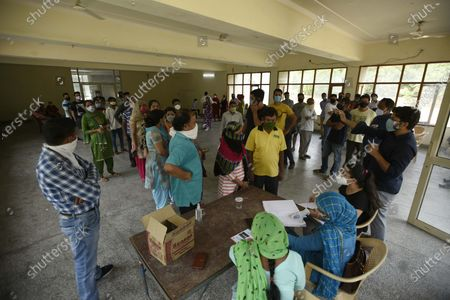 People queue to register for coronavirus test at the Community Centre in Sector-15 part-2 near Huda Market, on September 19, 2020  in Gurugram, India.
