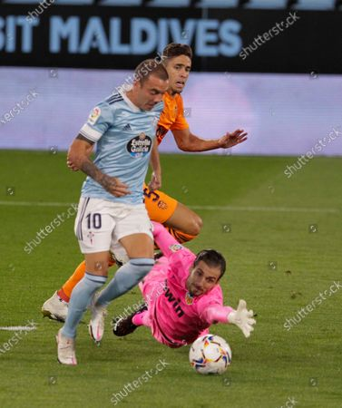 Celta's striker Iago Aspas (L) kicks the ball to score the opening goal before Valencia CF's goalkeeper Jaume Domenech (R) during the Spanish LaLiga Primera Division soccer match played at Balaidos stadium, in Vigo, Spain, 19 September 2020.