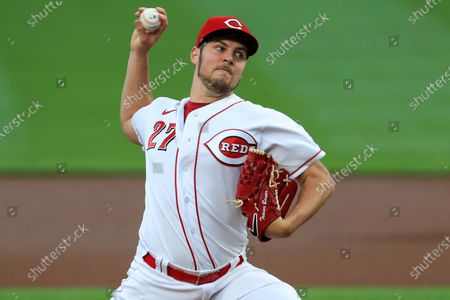 Cincinnati Reds' Trevor Bauer throws in the first inning during a baseball game against the Chicago White Sox in Cincinnati