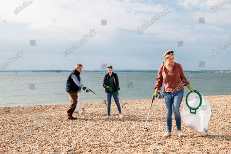 Lady Louise Windsor and Sophie Countess of Wessex collecting rubbish on the beach
