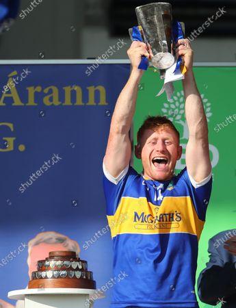 Kildangan vs Loughmore-Castleiney. Kiladagan's captain Paul Flynn lifts the trophy