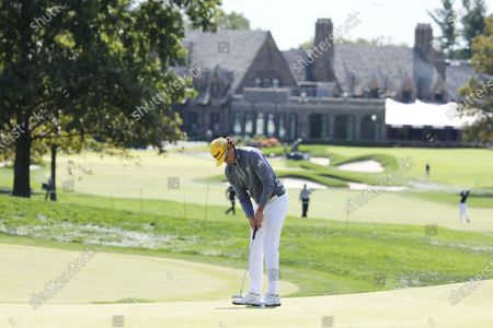 Rafa Cabrera Bello of Spain putts on the first hole during the final round of the 2020 US Open at Winged Foot Golf Club in Mamaroneck, New York, USA, 20 September 2020. The 2020 US Open will be played from 17 September through 20 September in front of no fans due to the ongoing coronovirus pandemic.