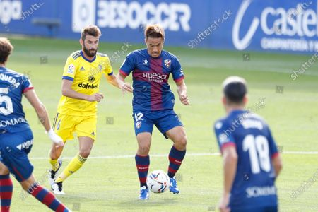 "(L-R) Jose Mari (Cadiz), Shinji Okazaki (Huesca) - Football / Soccer : Spanish ""La Liga Santander"" match between SD Huesca 0-2 Cadiz CF at the Estadio El Alcoraz in Huesca, Spain."