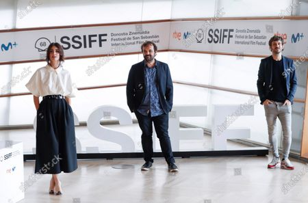 Raul Arevalo (R) and Paz Vega (L) and Spanish director Inaki Sanchez Arrieta (C) pose during the photocall of the film 'The Mud', as part of 68th San Sebastian International Film Festival, in San Sebastian, Spain, 21 September 2020. The film festival will run from 18 to 26 September 2020 under safety measures like obligatory face mask use and red carpets without public due to the Covid-19 coronavirus pandemic. Organizers have also reduced the number of film screenings as well as the seating capacity in cinemas.