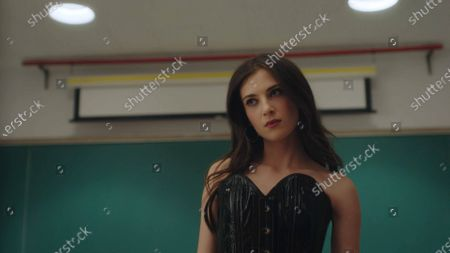 Zoe Levin as Tiff