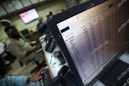 Stockbrokers monitor the latest share prices during a trading session at the Pakistan Stock Exchange (PSX) in Karachi, Pakistan, 21 September 2020. Benchmark PSX-100 Index was Down 330.63 points during the second trading session in fear over further development of coronavirus COVID-19 cases in the country. Reports state the number of cases infected with coronavirus in Pakistan increased to 450.