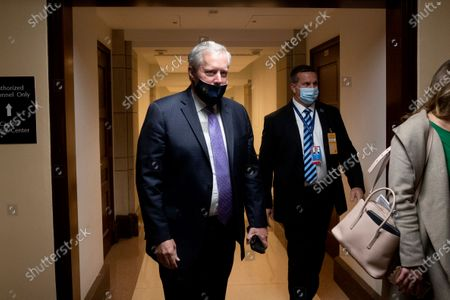 Stock snímek na téma White House Press Secretary Mark Meadows (L) leaves following a meeting with US Speaker of the House Nancy Pelosi (not pictured), on Capitol Hill in Washington, DC, USA, 21 September 2020. Negotiations between Trump administration officials and Democratic leadership on another coronavirus stimulus package have remained stalled, with eviction protections and unemployment benefits having lapsed for millions of Americans.