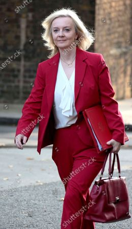 Sep 22, 2020 - London, England, UK - Arrivals for an early Cabinet Meeting on the day that Boris Johnson is to announce new coronavirus restrictions PHOTO SHOWS: Liz Truss, Secretary of State for International Trade(Credit Image: © Mike Raison/SOLO Syndication)